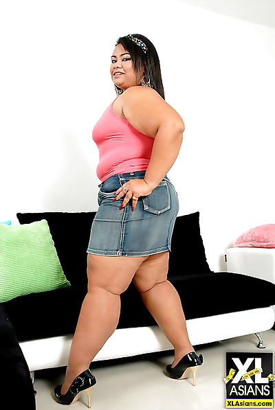 Chubby asian shows her big..