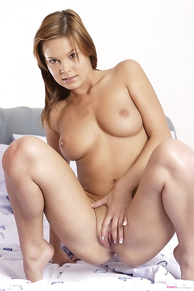 Young redhead Lucy Lux gets..