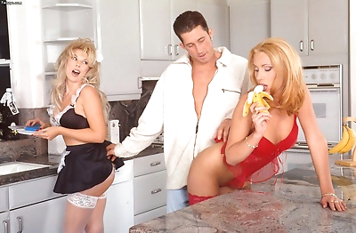 Two blondes gving hot dude..